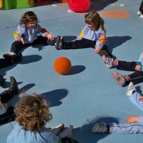 Escuela Infantil Alicante_Jugando a la Pelota